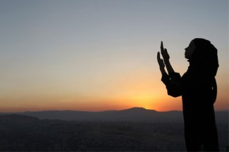A Syrian Muslim girl stands at the top of Mount Qassioun, which overlooks Damascus. (CNS/Khaled al-Hariri/Reuters)