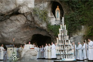 Mass is celebrated in the grotto at the Shrine of Our Lady of Lourdes in France. (CNS photo/Nancy Wiechec)