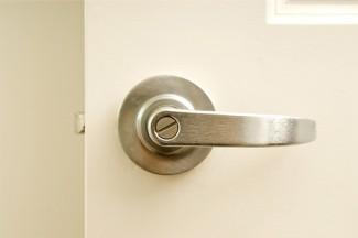 caitlin-doorknob