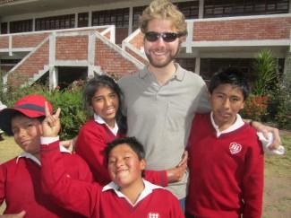 Con algunos amigos peruanos.