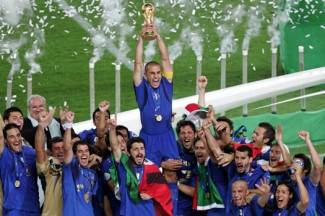 Italy celebrates its World Cup victory in 2006. (CNS photo /Alessandro Bianchi, Reuters)
